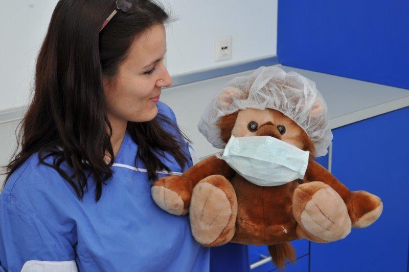 Zusätzlich bieten wir Ihnen auf Wunsch bei einer Allgemeinanästhesie EEG-gesteuerte und Akupunktur-gestützte Narkosen an.
